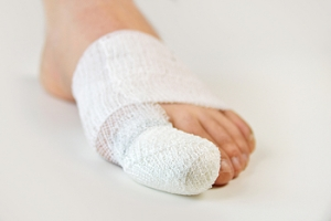 What Are the Symptoms of a Broken Toe?